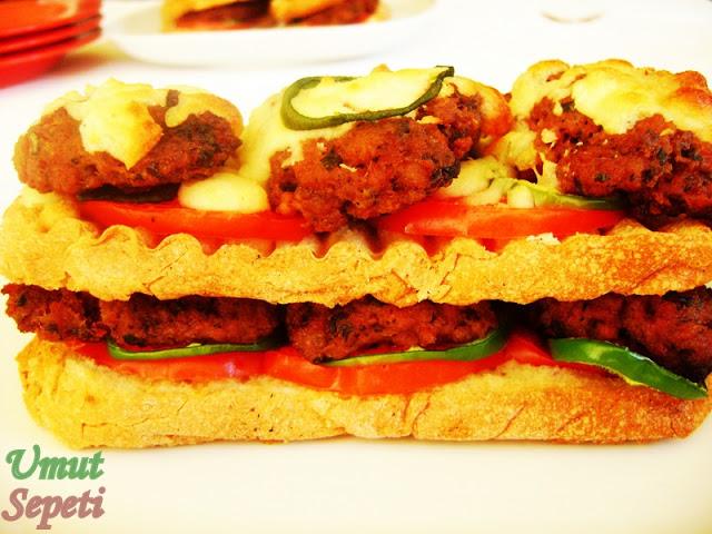 köfte kebabı,ekmekli köfte,köfte tarifleri,fırın köfte,kaşarlı köfte
