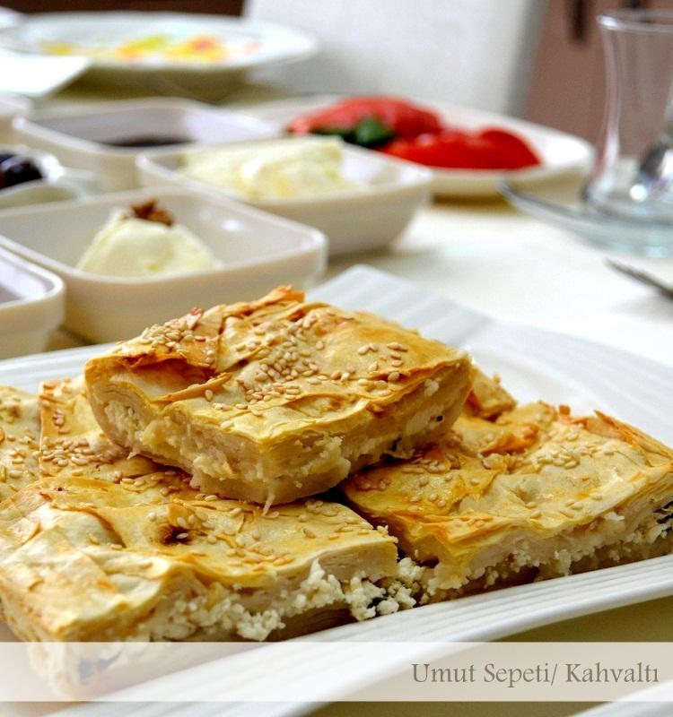 tepsi böreği,börek tarifleri,peynirli börek,börek nasıl yapılır,