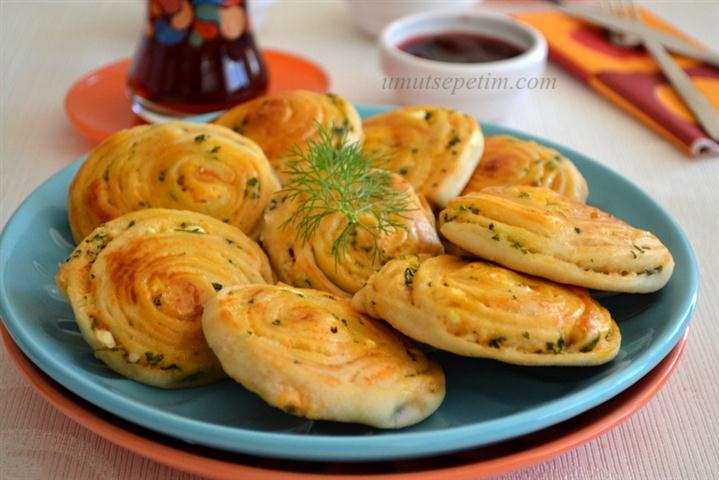 Peynirli  Çarkıfelek  Poğaça  Tarifi