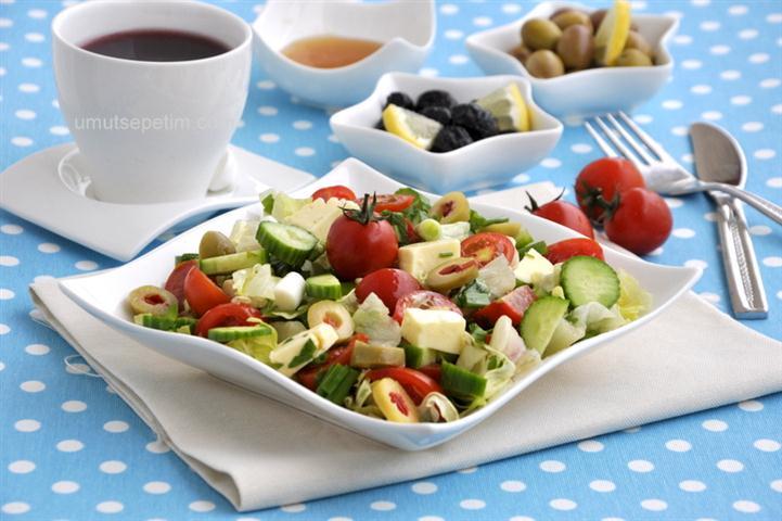 Domatesli  Kahvaltı  Salatası   Tarifi