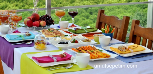 Rengarenk  Kahvaltı  Soframız :)