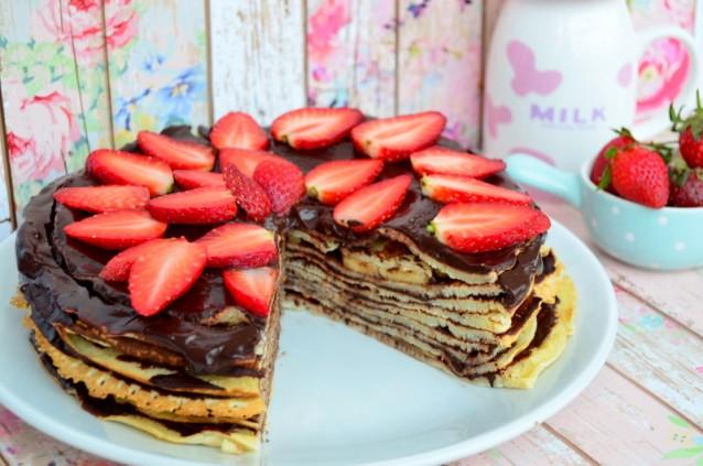 Çikolatalı  Çilekli  Krep  Pasta  Tarifi